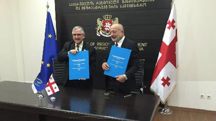 Georgia's Minister for Regional Development and Infrastructure signs road map on local democracy with the Congress