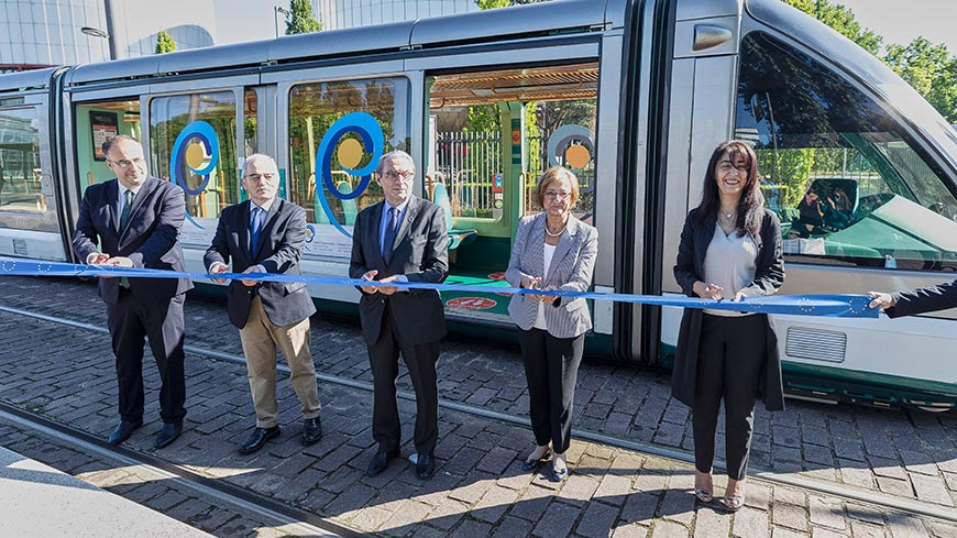 Greek Chairmanship: Strasbourg inaugurates a tramway train in the colours of the Hellenic flag
