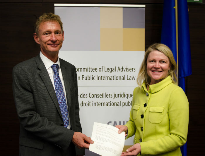 Ms Päivi KAUKORANTA, Director General of the Legal Service of the Finnish Ministry of Foreign Affairs, handed the Declaration on Jurisdictional Immunities of State Owned Cultural Property signed by Mr Timo SOINI, Minister for Foreign Affairs of Finland, on the occasion of the 52nd meeting of the CAHDI held in Brussels on 15-16 September 2016.