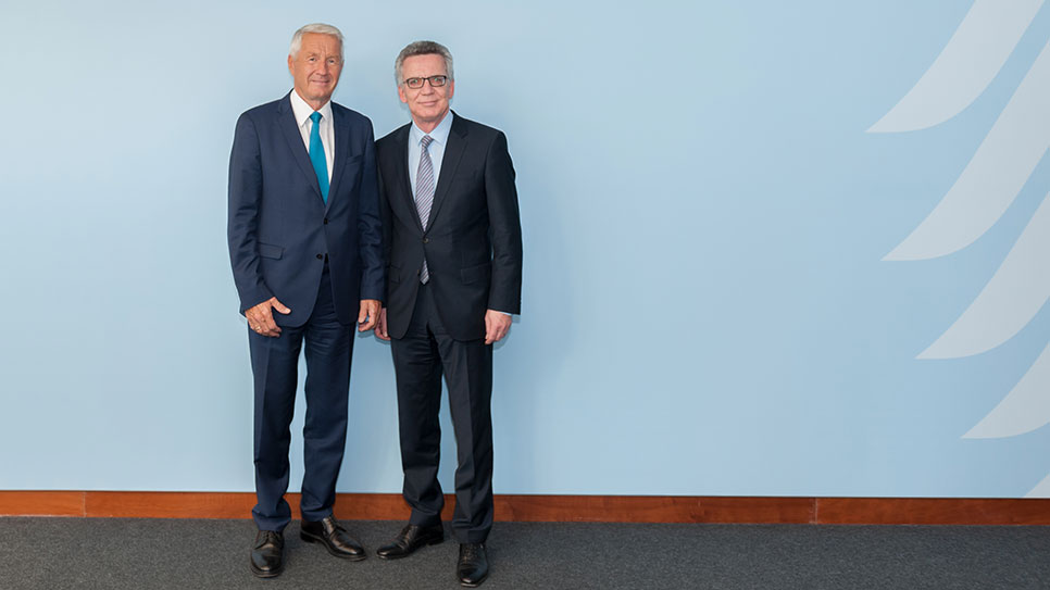 Secretary General meets German Interior Minister de Maizière and attends OSCE conference on Sinti and Roma