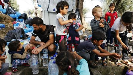 Aegean islands: Greece should urgently transfer asylum seekers and improve their living conditions