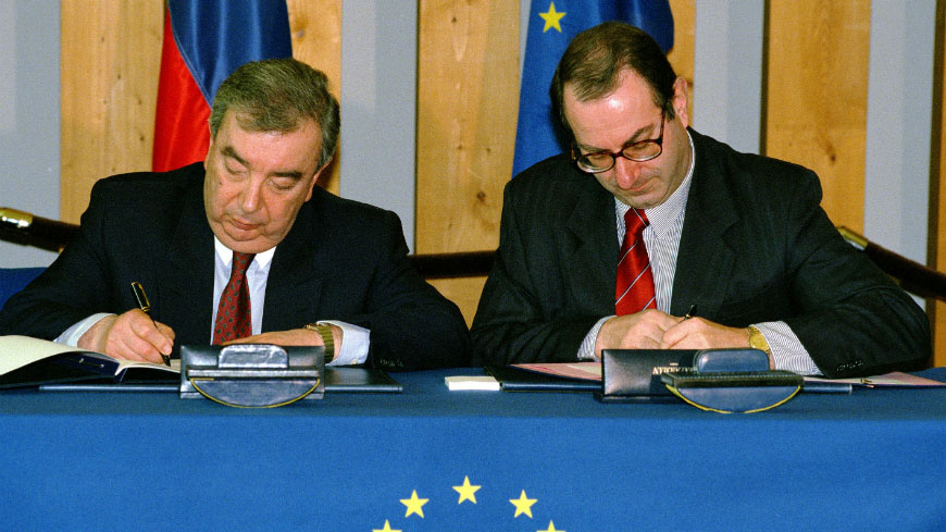 Evgeniy Primakov, MFA Russian Federation (left) - Daniel Tarschys, Council of Europe Secretary General (right), 1998