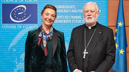 Marija Pejčinović Burić incontra Monsignor Paul Richard Gallagher della Santa Sede