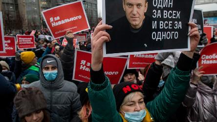 Human Rights Commissioner urges Russian authorities to halt the practice of arresting peaceful demonstrators
