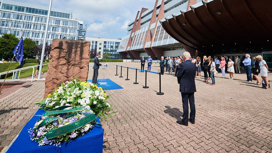 Council of Europe honours victims of Roma Holocaust