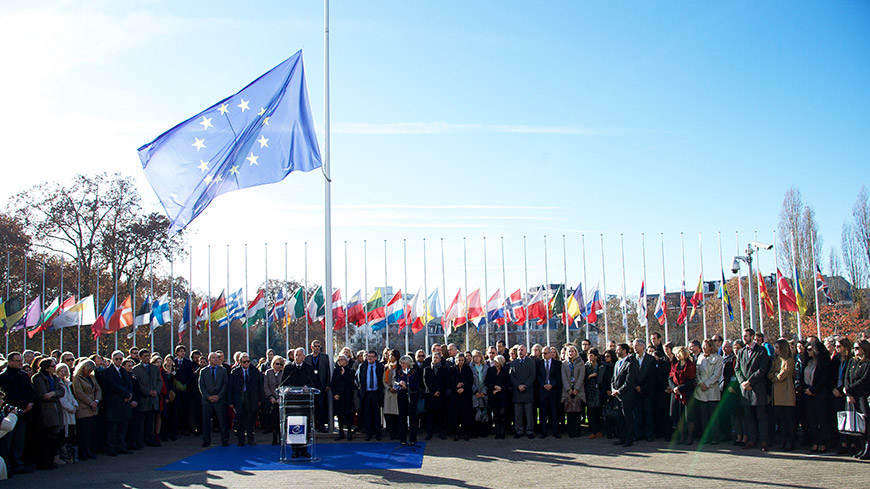 Forecourt of the Palais de l'Europe, Monday 16 November at noon. Staff members, delegations and Council of Europe institutions hold a moment of silence in tribute to the victims of the Paris attacks.