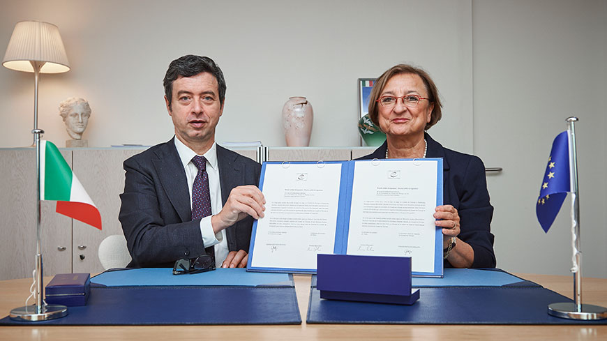 "Italian Justice Minister Orlando signs ""Blood Antiquities"" Convention"