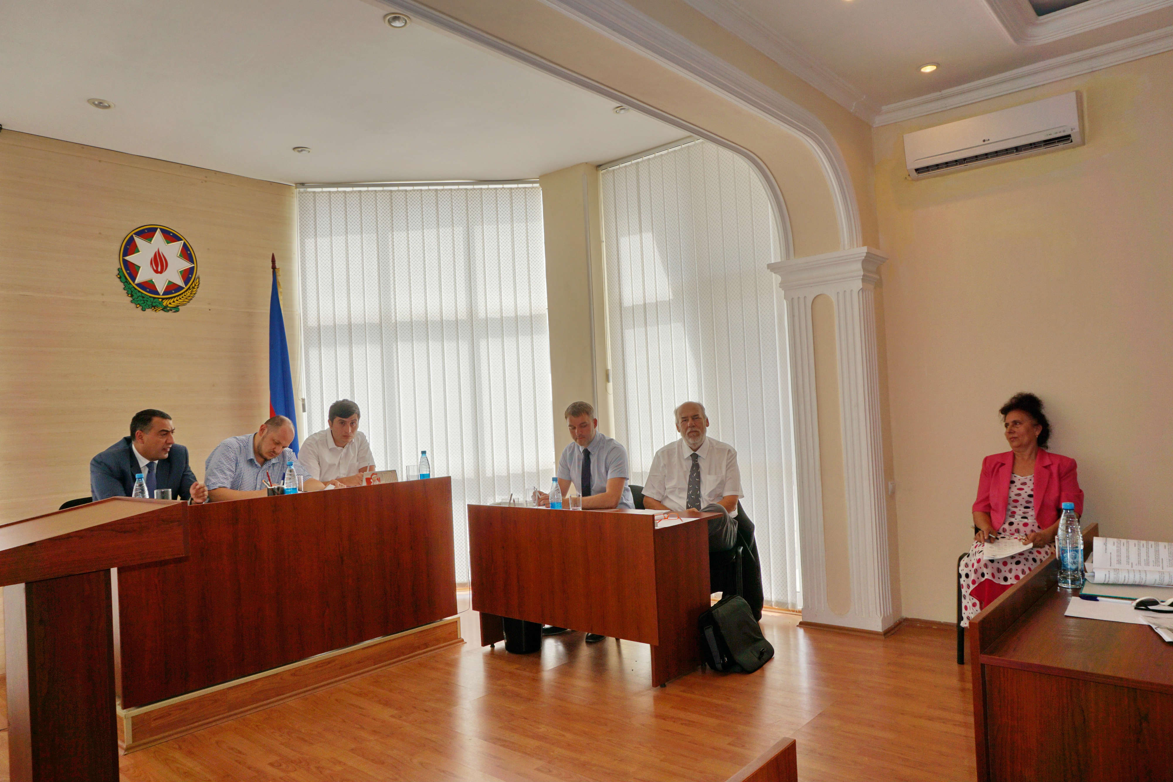 Visit to the Sumgait Administrative Economic Court 001.jpg