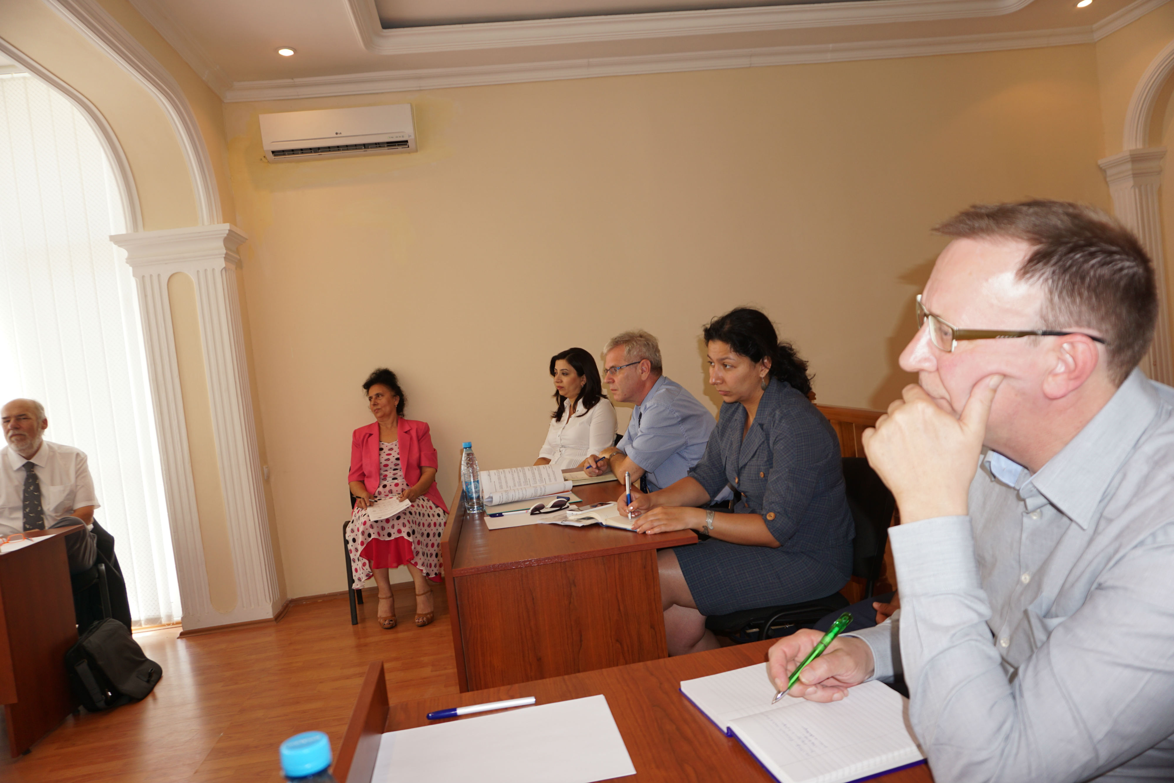 Visit to the Sumgait Administrative Economic Court 002.jpg