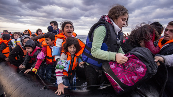 Syrian migrants/refugees arrive from Turkey on an overloaded dinghy near Molyvos, Lesbos (Greece)  ©Nicolas Economou
