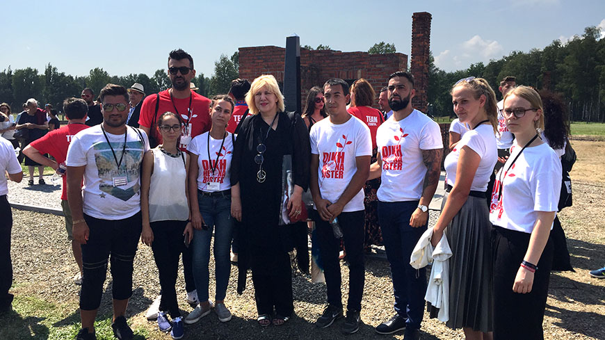 Commissioner Mijatović with a group of young Roma activists from Bosnia and Herzegovina in Birkenau, 2 August 2018