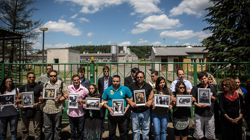 Human rights activits protest in front of the gate of an industrial pig farm in Lety, Czech Republic, which is the former site of a Roma concentration camp – Photo credit: ©Gustav Pursche