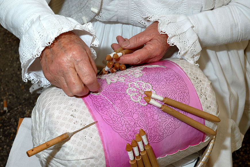 LEPOGLAVA, Making lace with wooden tappers - photo by Vidoslav Barac.jpg