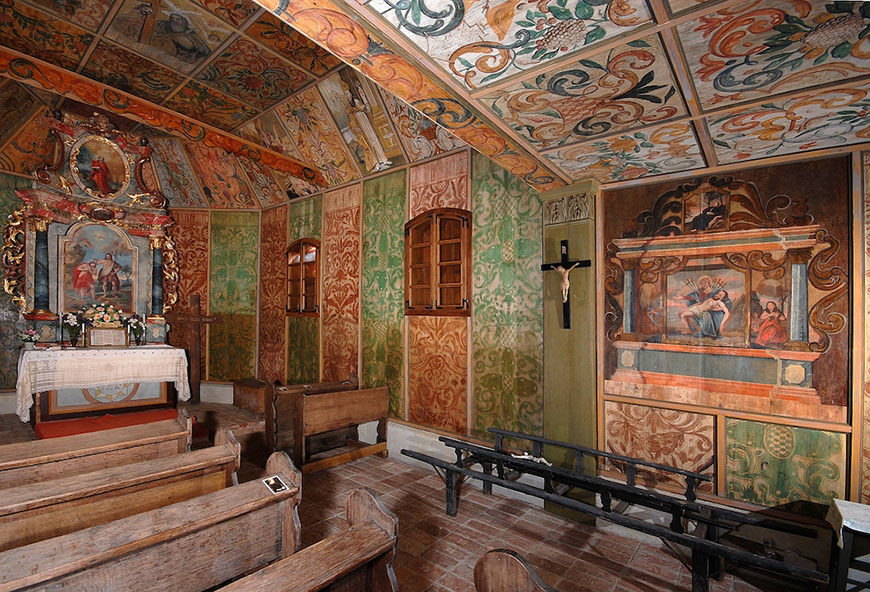STARA DRENCINA, St. John the Baptists Chapel interior - photo by Vidoslav Barac.jpg
