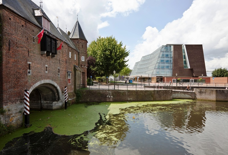 Partly 15th century combined water and landgate and in the background the head office of the Cultural Heritage Agency, Amersfoort. RCE.jpg