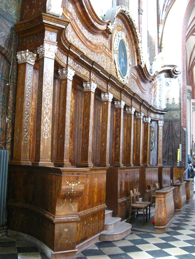 XVIII century stalle in the presbytery of the Frombork cathedral.jpg
