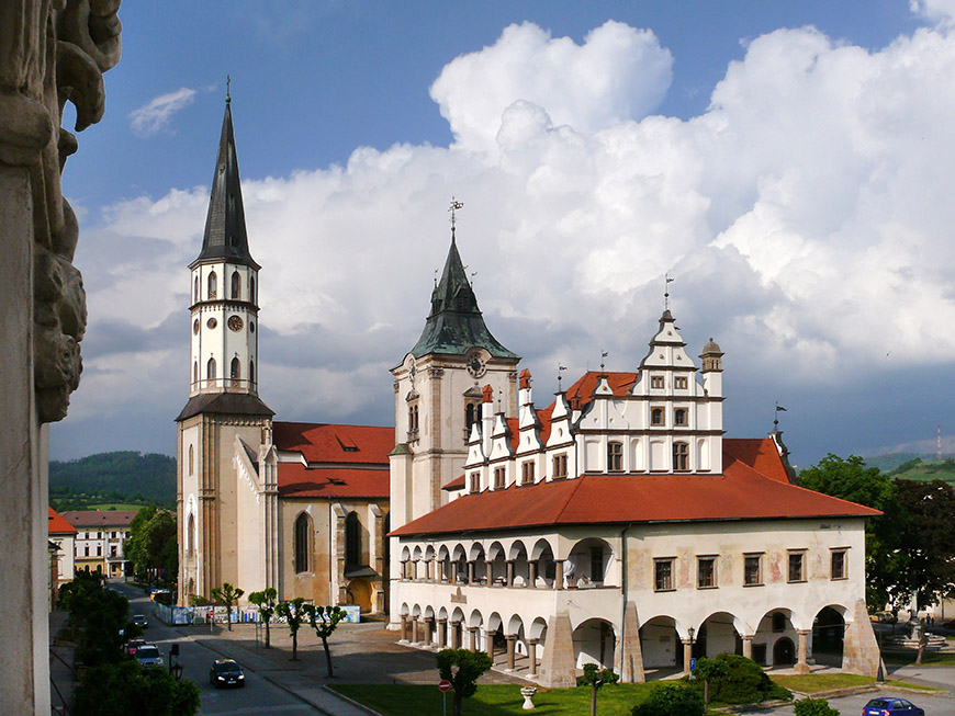 Levoča - Town Hall and St James Church.jpg