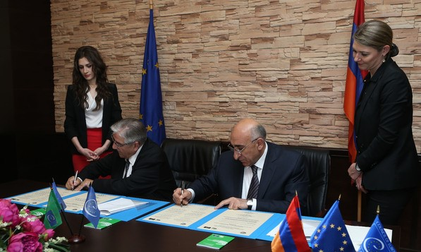 Jean-Claude Frécon signs a postmonitoring roadmap with the Armenian