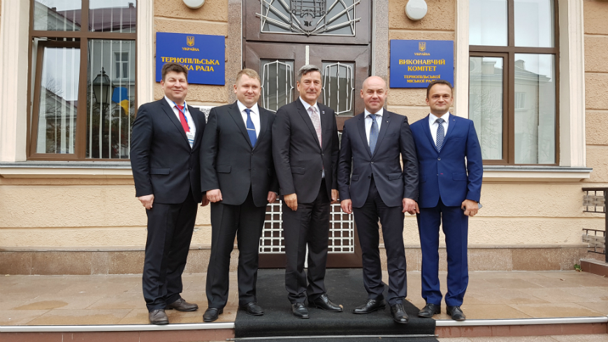 """Only strong municipalities can build a strong Ukraine"" - A dialogue of mayors with the Prime Minister, Government and parliamentarians in Ternopil"
