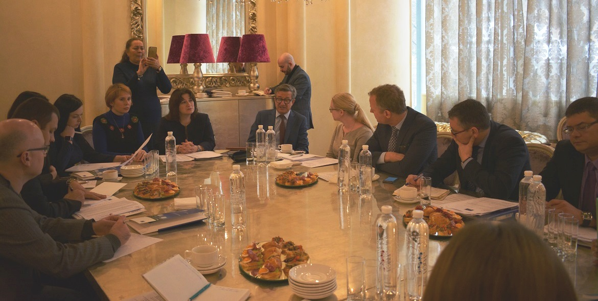 Informational breakfasts with MPs on the issues of internally displaced persons in Ukraine