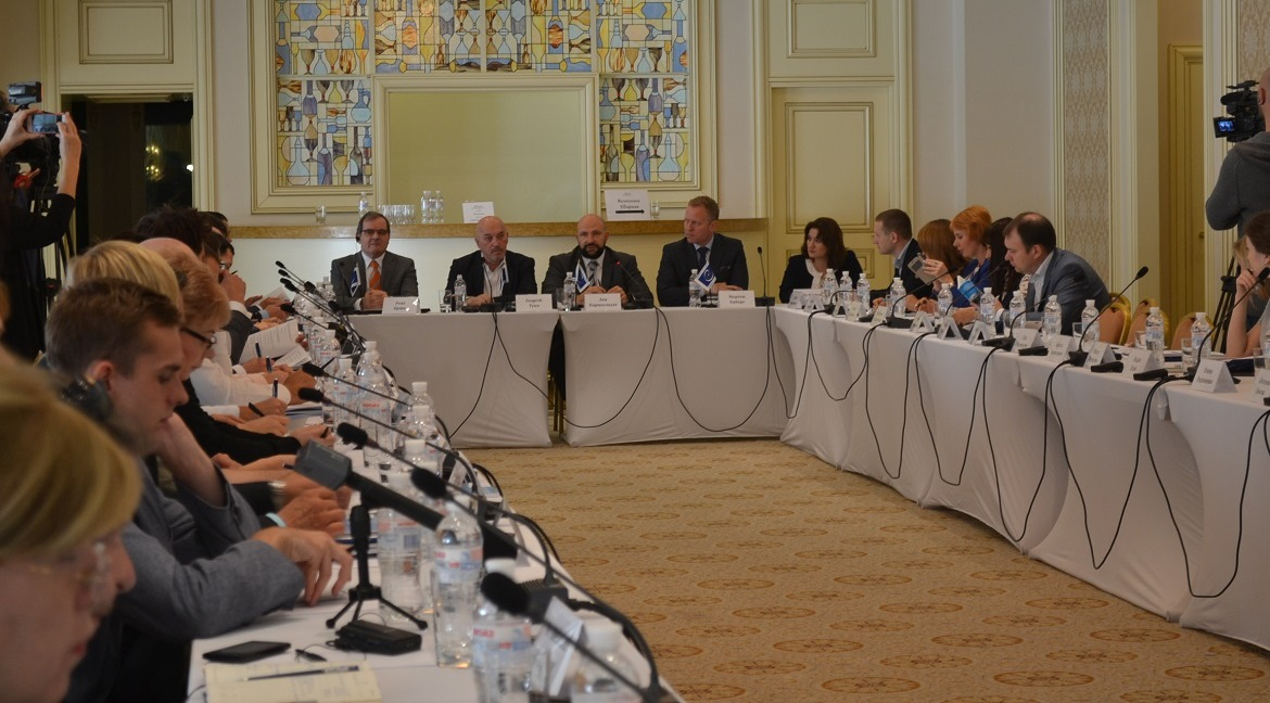 "Round table ""Protection of the human rights of internally displaced persons: towards durable solutions on housing issues"" held in Kyiv"