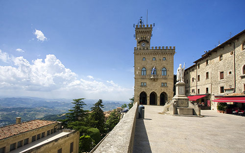 Public Palace and Statue of Liberty, San Marino