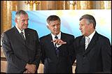 De g. � d. : Terry Davis, Secr�taire G�n�ral du Conseil de l'Europe, Marek Belka, Premier Ministre de Pologne et Aleksander Kwasniewski, Pr�sident de la Pologne