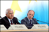 Adam Daniel Rotfeld, outgoing President of the Committee of Ministers and Minister for Foreign Affairs (left) and Giovanni Di Stasi, President of the Congress of Local and Regional Authorities of Europe